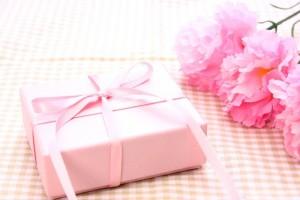 母の日のプレゼント無難なのは?義母への予算やメッセージの文例は?