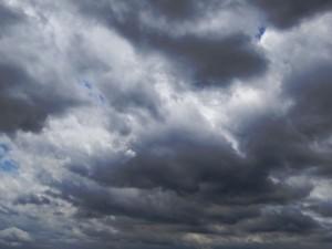 秋台風と夏台風の違いは?速度が早くなるのは?強さは左右で違う?