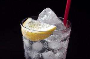水道水の氷はなぜ白い?冷蔵庫で氷をキレイに作るには?賞味期限は?