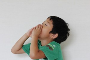 子供の唇が切れたり乾燥するのは?唇のまわりをなめる対策は?