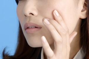 顔のたるみの原因は?顔のたるみの改善方法や改善する食べ物は?