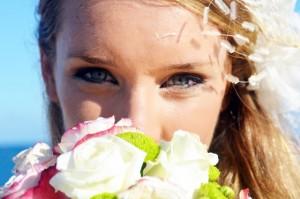 結婚式や二次会のドレスコードが平服って?どんな服装で行くの?