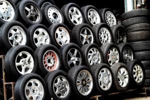 タイヤのひび割れは寿命なの?ひび割れの危険性は?車検は通るの?