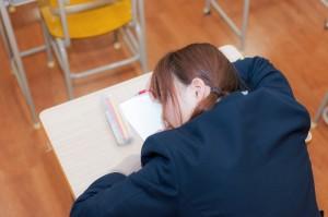 食後って眠くなるのはなぜ?食後に眠くなる対策は?