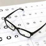 メガネをかけ始めるタイミングはいつ?かけると目は悪くなるの?